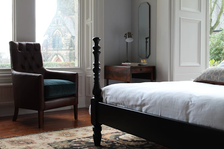 Kingston Luxury Four Poster Bed: colonial Bedroom by TurnPost