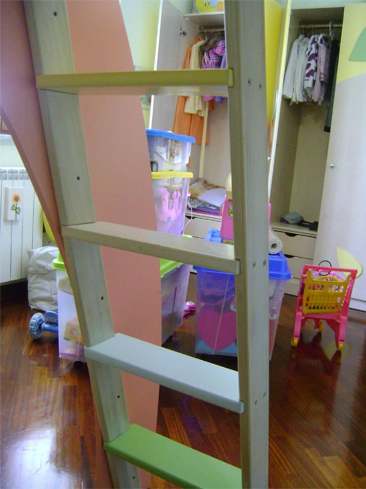 coccolati… da linee morbide… : Stanza dei bambini in stile  di linea contemporanea  home