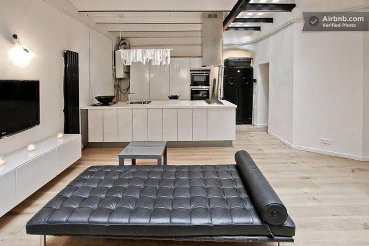 Un souplex à Paris: Maisons de style de style Moderne par 1986