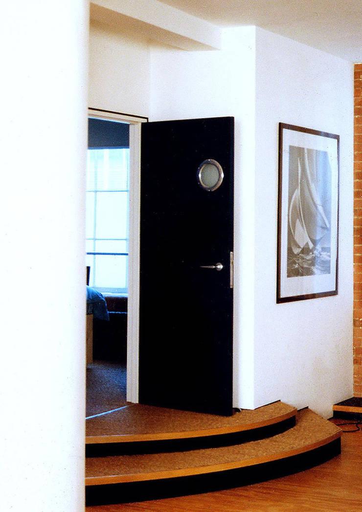 Loft Flat, Clerkenwell:   by Jeff Kahane + Associates