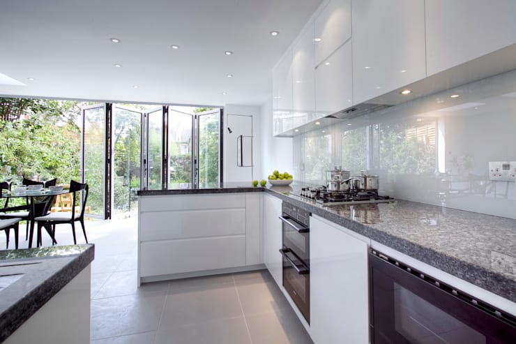Muswell Hill N8: Contemporary light kitchen:  Kitchen by Increation