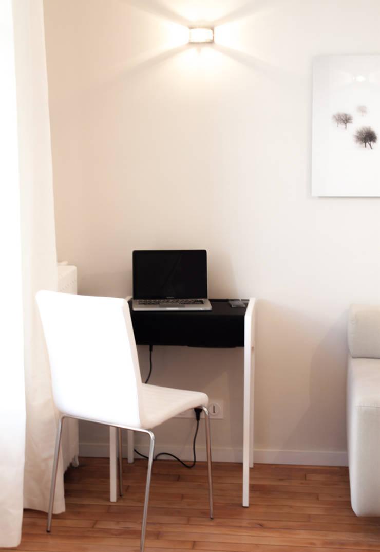 Le bureau multi-fonctions: Salon de style  par Décoration Parisienne