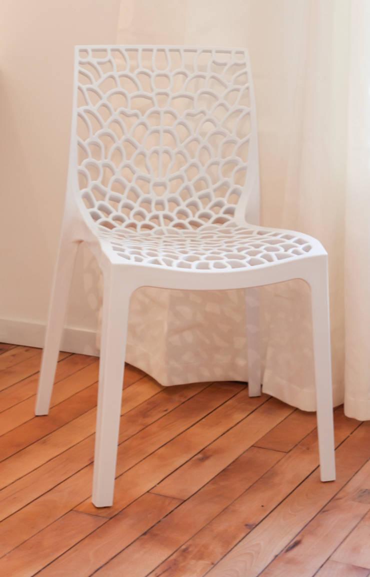 La vie en blanc: Salon de style  par Décoration Parisienne