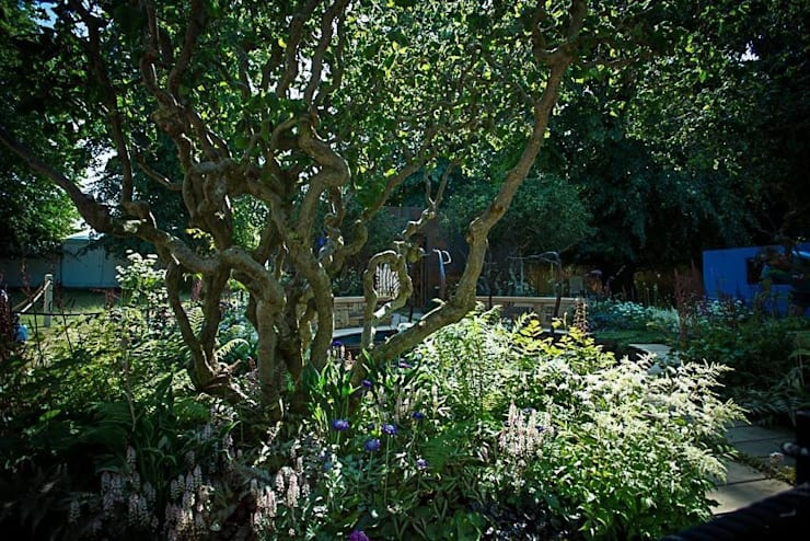 A Cool Garden:  Commercial Spaces by Cool Gardens Landscaping