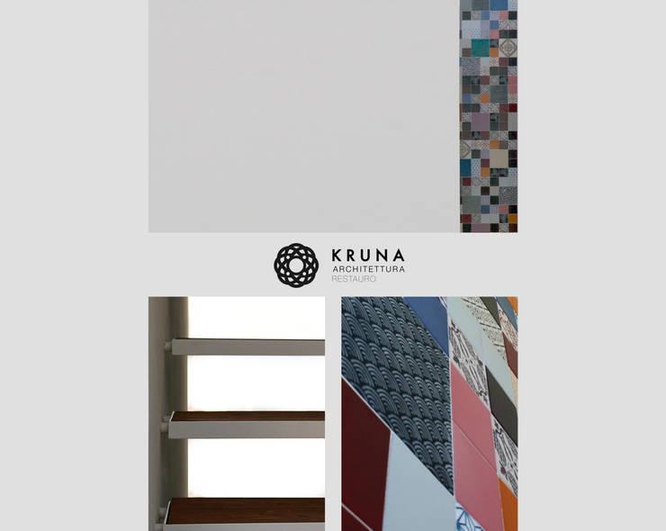 Collina sul mare: Ingresso & Corridoio in stile  di KRUNA - Architettura Restauro