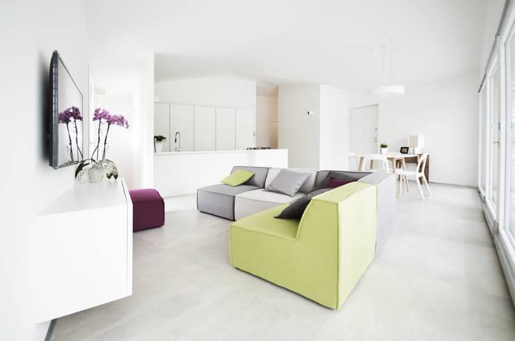 living area : Soggiorno in stile  di fds|officina di architettura