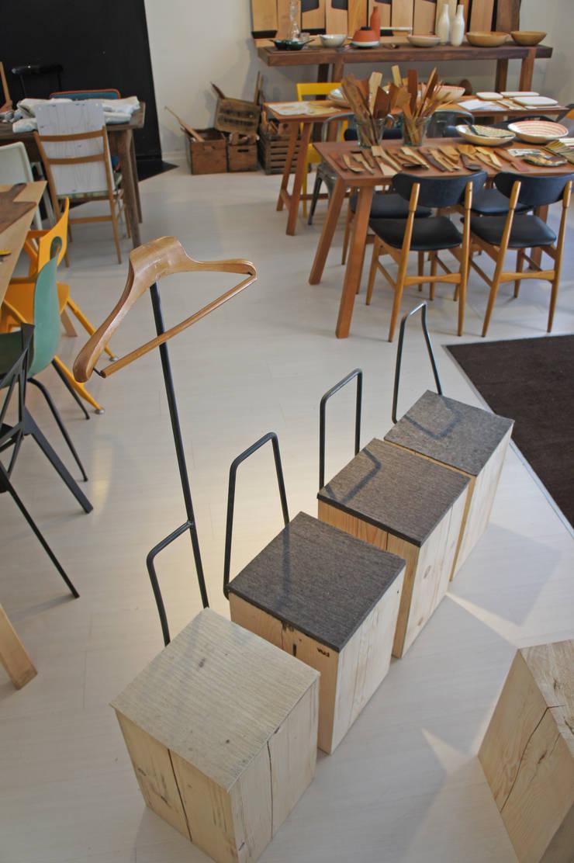 Modello con servomuto: Sala da pranzo in stile  di Vud Design
