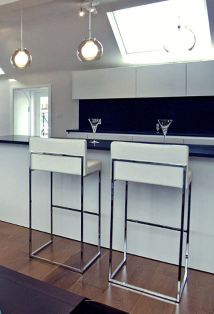 PROJECT: A 2-bed apartment in Bayswater.:  Kitchen by Anna Hansson Design
