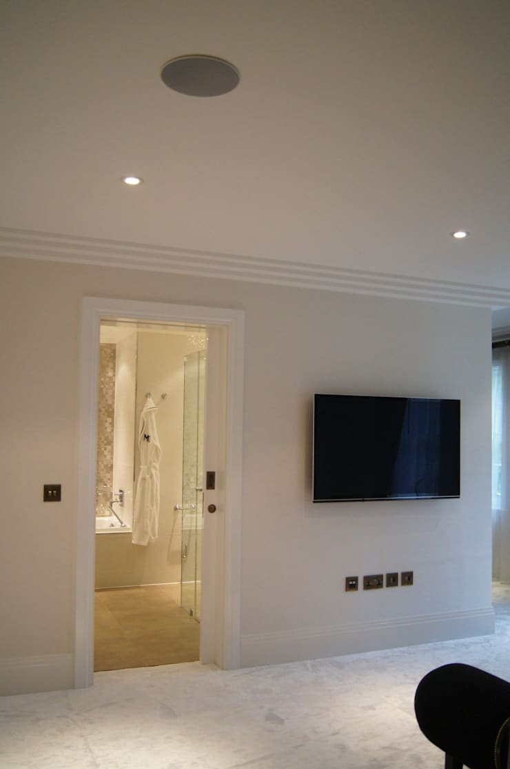 Salle multimédia de style  par London Residential AV Solutions Ltd, Moderne