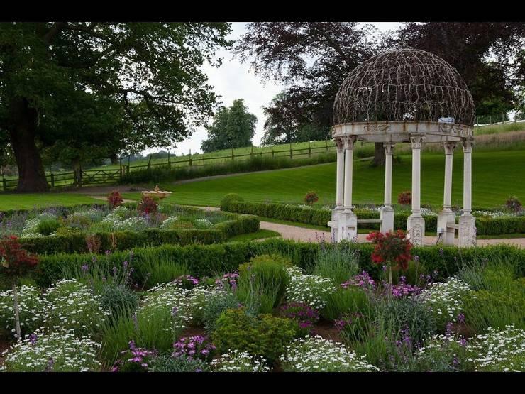 Giardino in stile In stile Country di Cool Gardens Landscaping