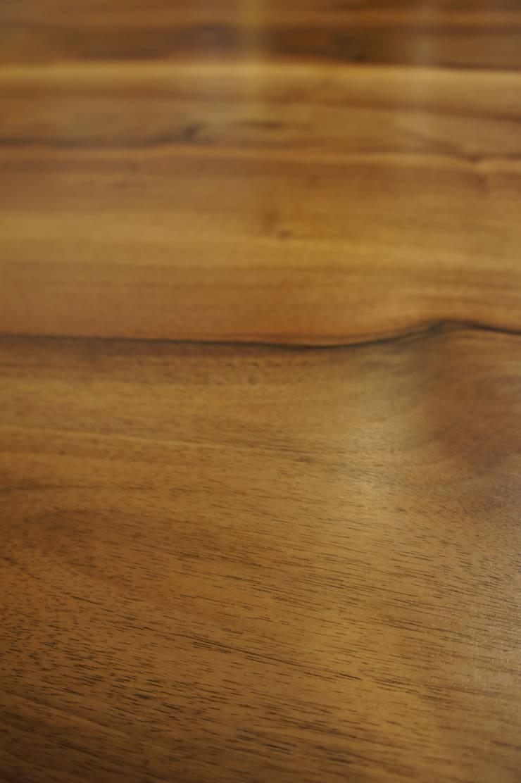 Tavolo quadrato bordi smussati: Sala da pranzo in stile  di Vud Design