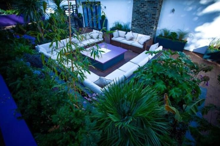 Tropical Retreat :  Garden by Cool Gardens Landscaping
