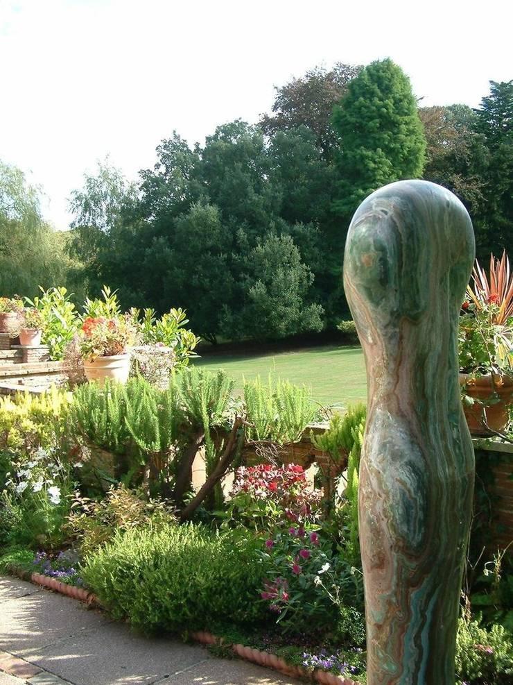 Water Garden:  Garden by Cool Gardens Landscaping