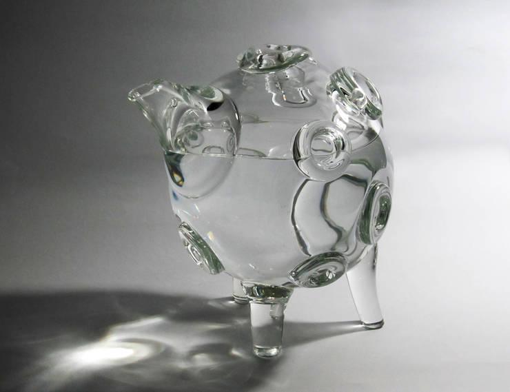 Apollo 14 Crystal Bottle: Cucina in stile  di KIMXGENSAPA