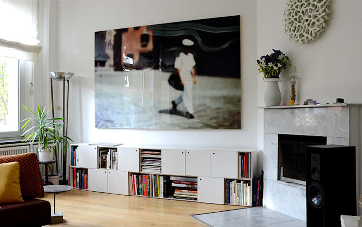 Sala da pranzo in stile in stile Moderno di stocubo - Das modulare Regalsystem