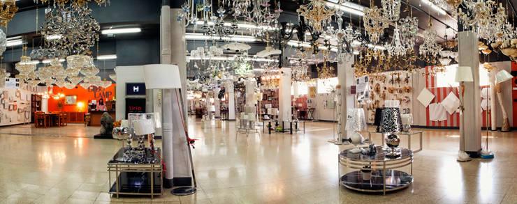 Nuestro Showroom: Espacios comerciales de estilo  de Bilbolamp