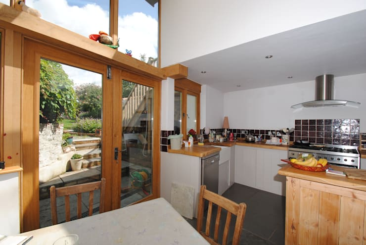 Kitchen Extension to Grade 2 Listed Town Property:   by Geoff Sellick Architectural & Interior Design