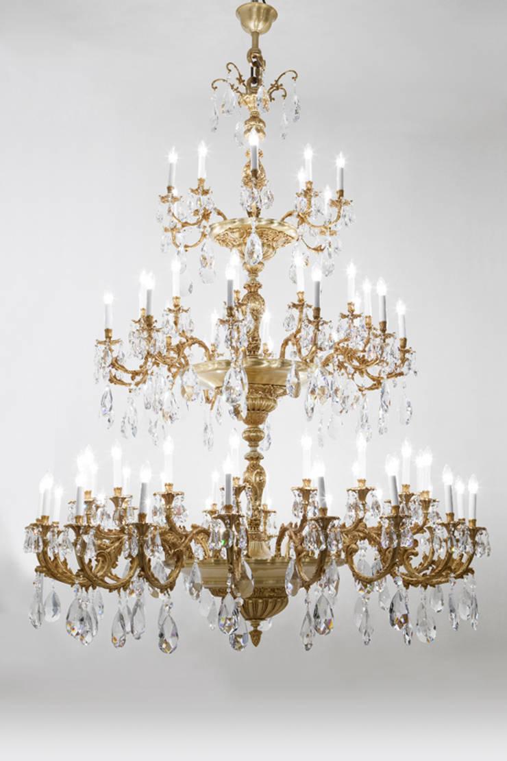 LIGHTING BY MARINER: Salones de estilo  de MARINER