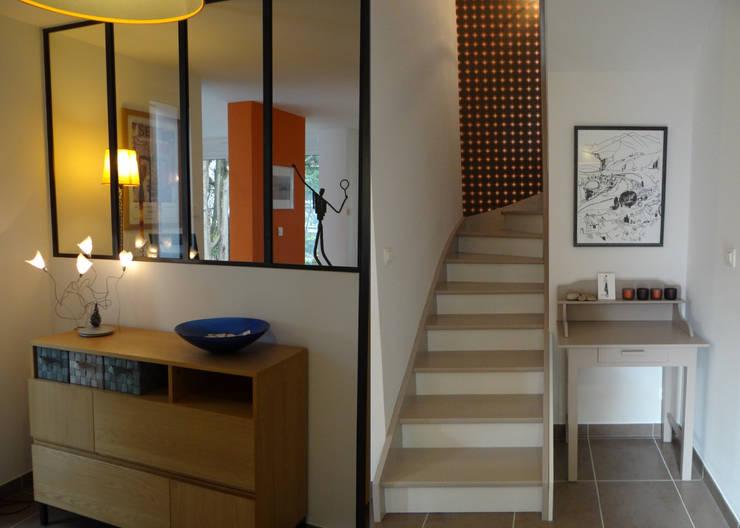 RELOOKING TENDANCE À ORVAULT: Couloir et hall d'entrée de style  par UN AMOUR DE MAISON