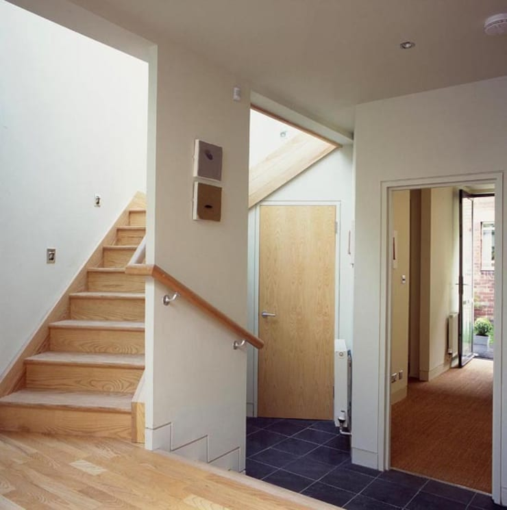 Hart Street House - stairs:  Houses by ZONE Architects