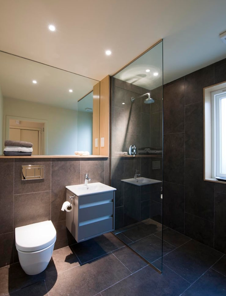 St Andrews - shower room:  Houses by ZONE Architects