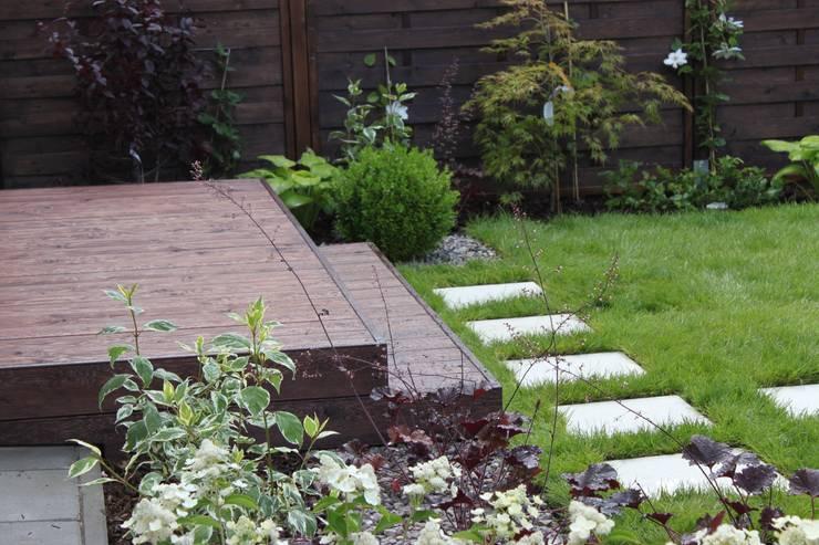 Ogród w pigułce: styl , w kategorii Łazienka zaprojektowany przez GREENERIA