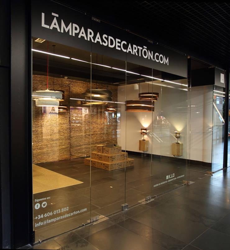 LAMPARASDECARTON.COM 01: Espacios comerciales de estilo  de K-LO TALLER DE ECODISEÑO,S.L.