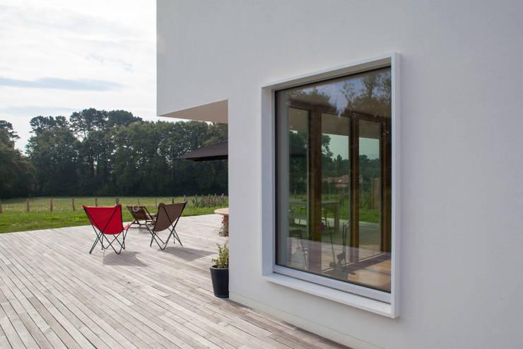 Projekty,  Domy zaprojektowane przez POLY RYTHMIC ARCHITECTURE