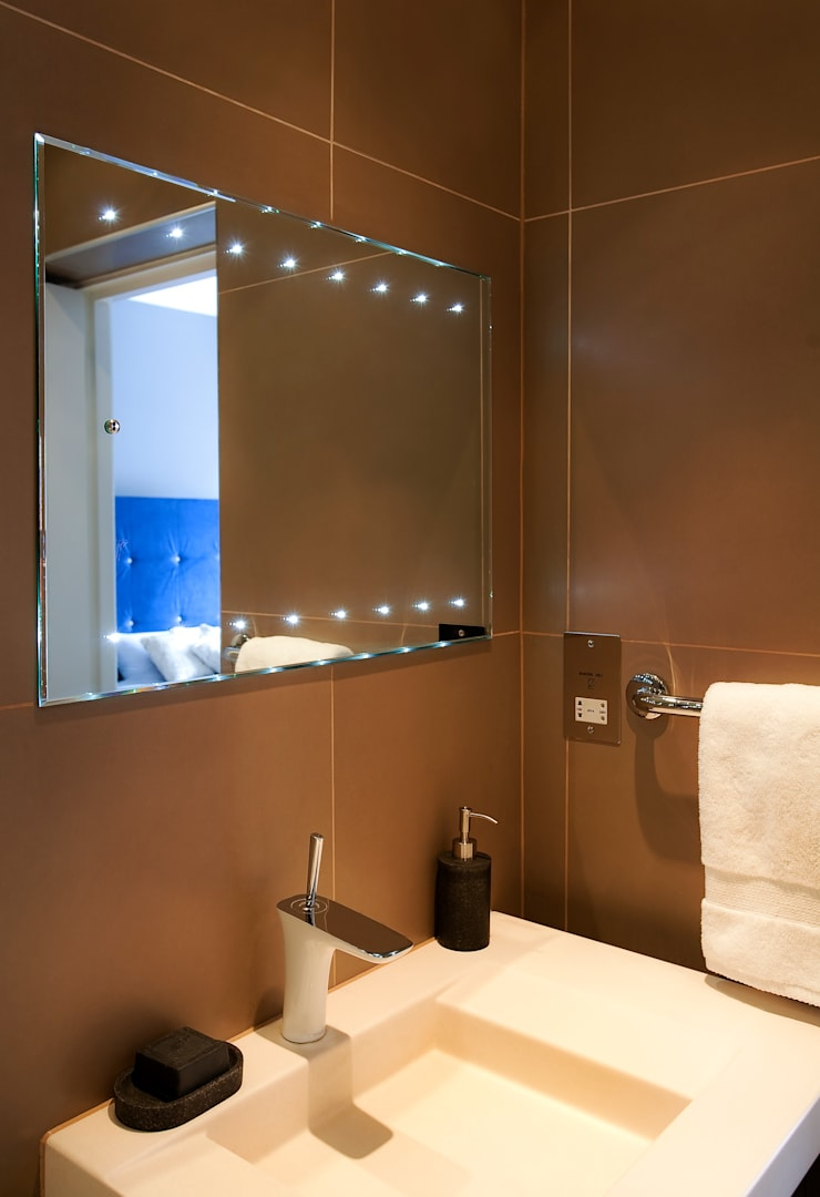 Kensington & Chelsea:  Bathroom by Matteo Bianchi Studio