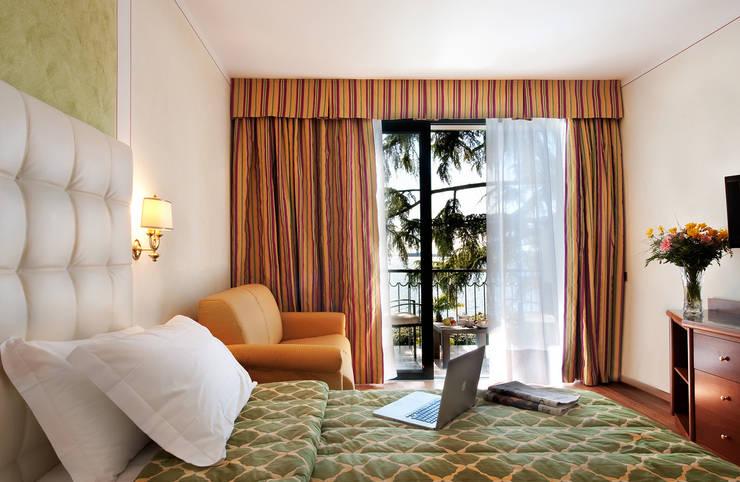 Hotel Villa Capri: Hotel in stile  di Arch. Paolo Bussi