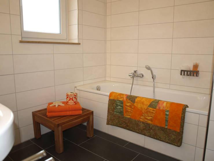 Exclusives Einfamilienhaus in Geisweid:  Badezimmer von Raumpraesenz-Homestaging