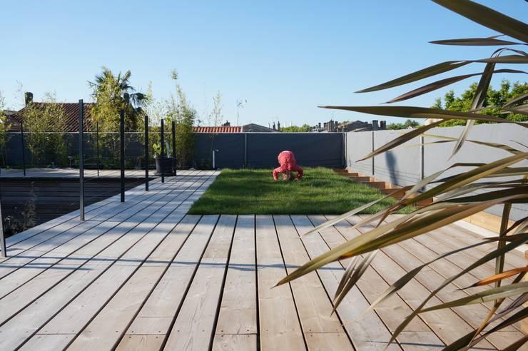 MAISON BBC - BORDEAUX-BASTIDE: Centre d'expositions de style  par POLY RYTHMIC ARCHITECTURE