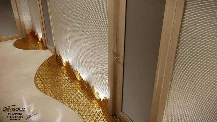Corridoio : Ingresso & Corridoio in stile  di LANGOLO HOME LIVING