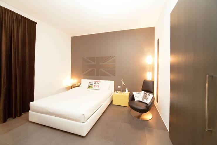 Camera da letto: Camera da letto in stile  di MNA Studio | Macchi Nicastri Architetti