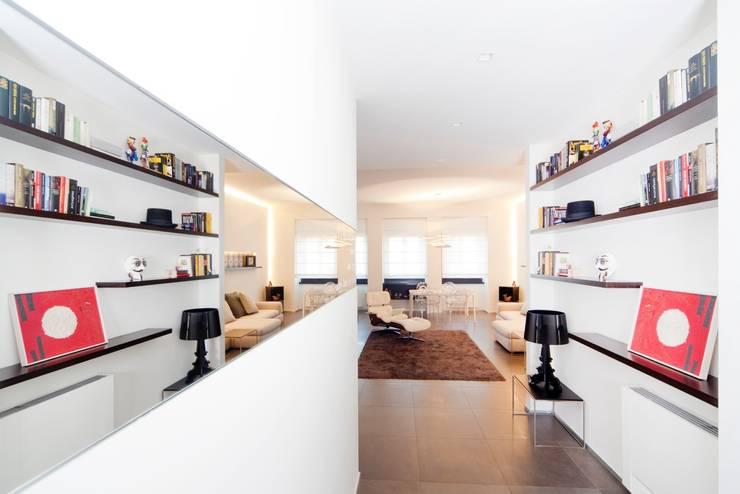 Ingresso: Ingresso & Corridoio in stile  di MNA Studio | Macchi Nicastri Architetti