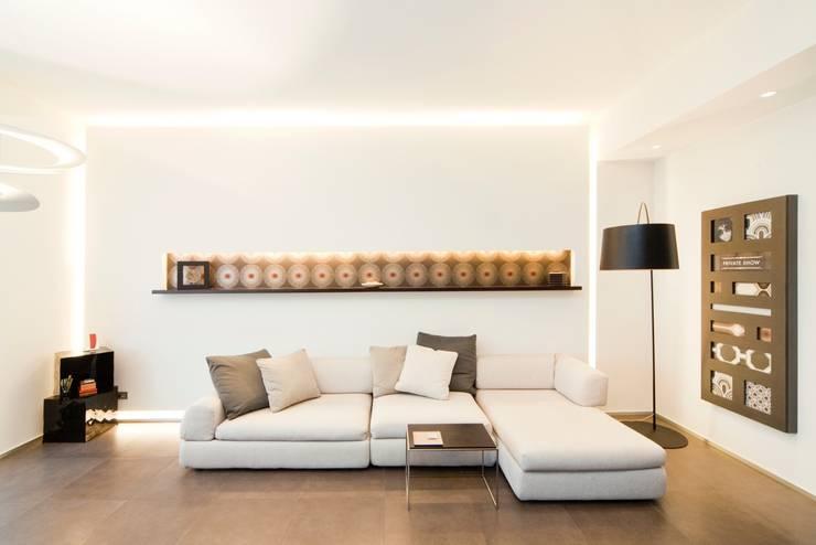 Salotto: Soggiorno in stile  di MNA Studio | Macchi Nicastri Architetti