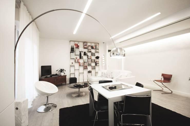Apartment IN: Cucina in stile in stile Moderno di Marco Quagliatini - Estro Group