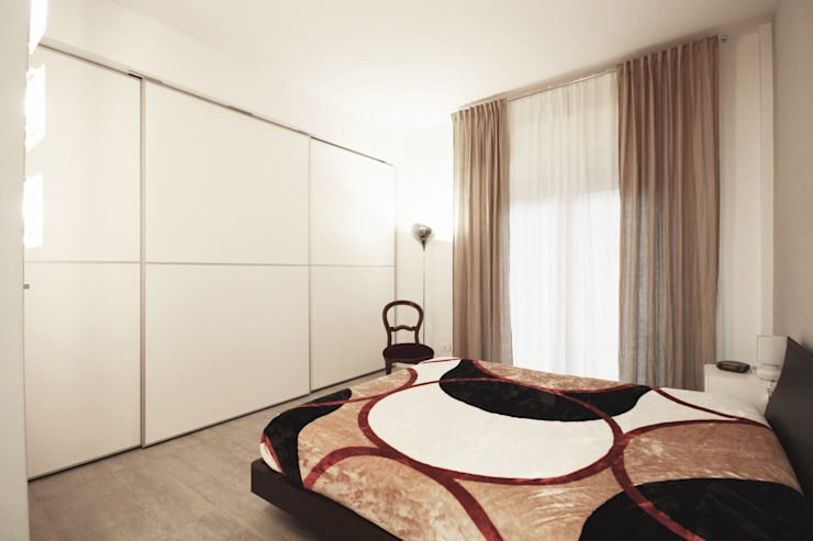Apartment IN: Camera da letto in stile in stile Moderno di Marco Quagliatini - Estro Group