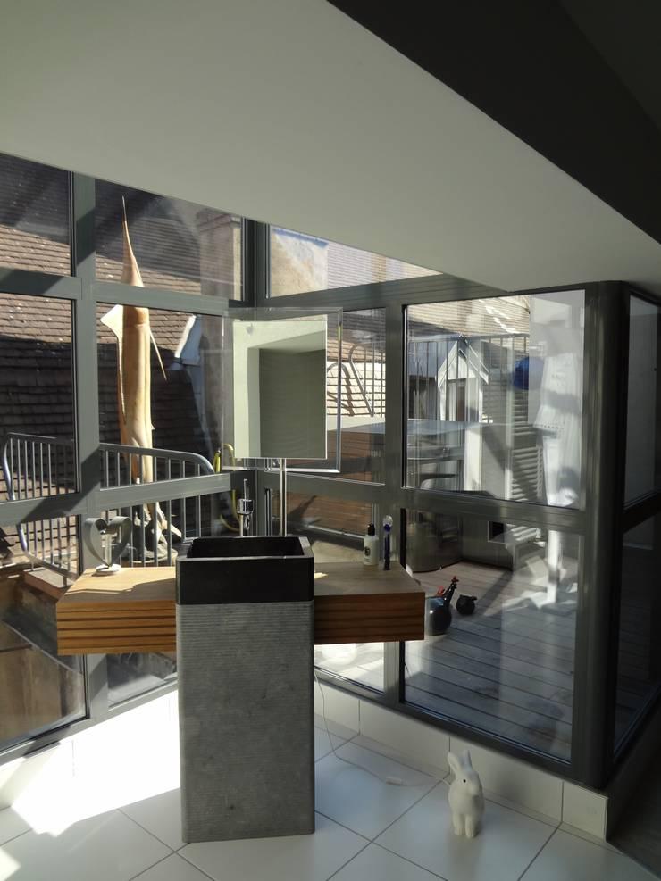 Hotel particulier rénové: Terrasse de style  par KJBI DECO