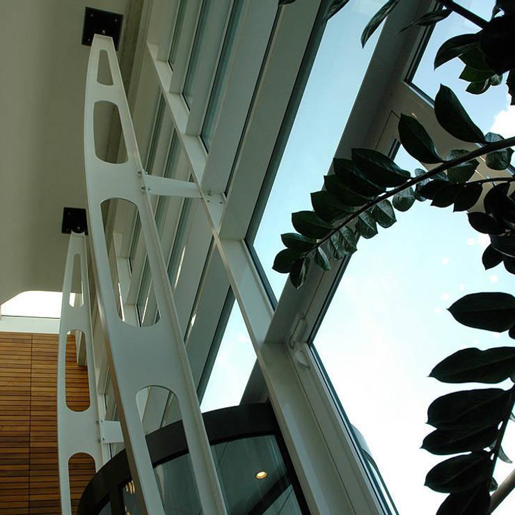 Ingresso sede Diesel reazlizzato da NIVA-line: Complessi per uffici in stile  di Ni.va. Srl