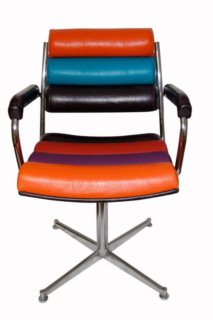 fauteuils à <q>boudins</q>: Salon de style de style eclectique par Scenes d'interieuR