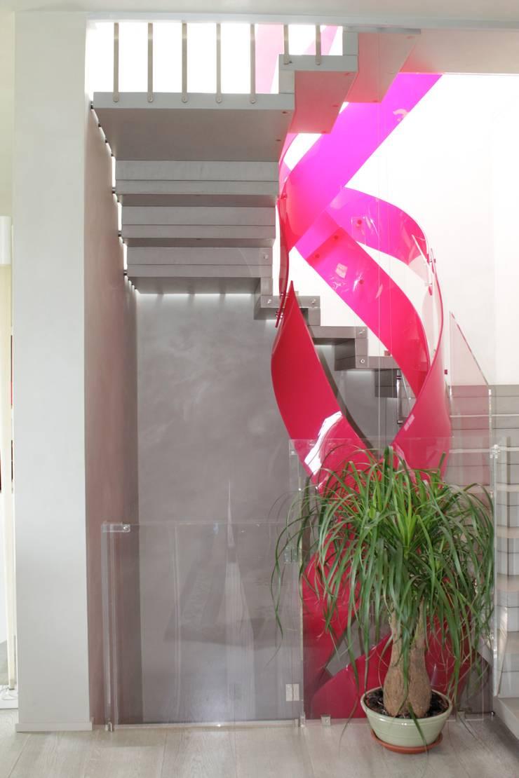 Abitazione cliente privato: Ingresso & Corridoio in stile  di Studio MP