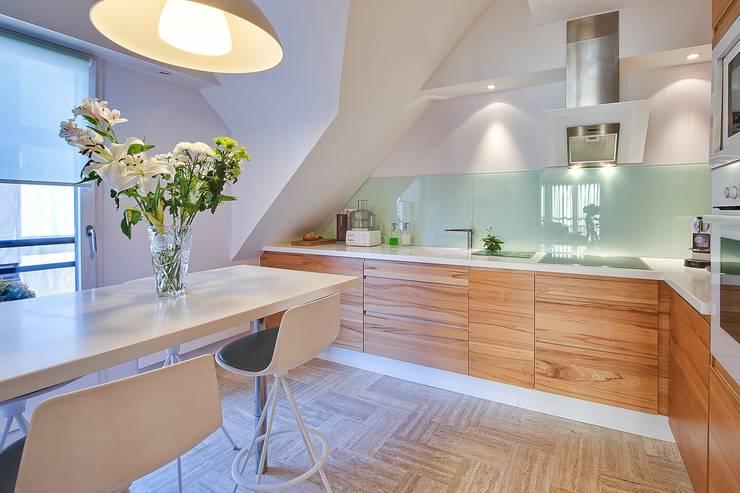 Appartement G: Cuisine de style de style Moderne par Atelier Rémy Giffon