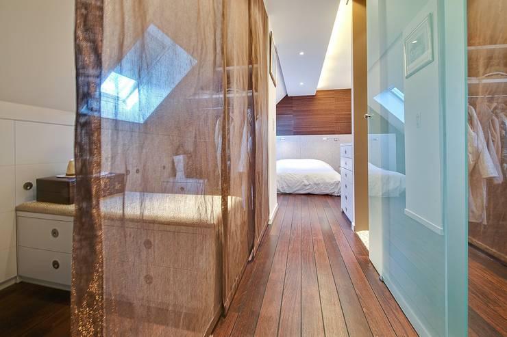 Appartement G: Salle de bains de style  par Atelier Rémy Giffon