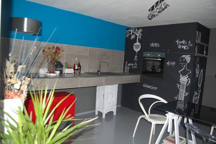 KITCHEN DESIGN A BASSO COSTO: Cucina in stile  di Inarte Progetti di Lucio Mana
