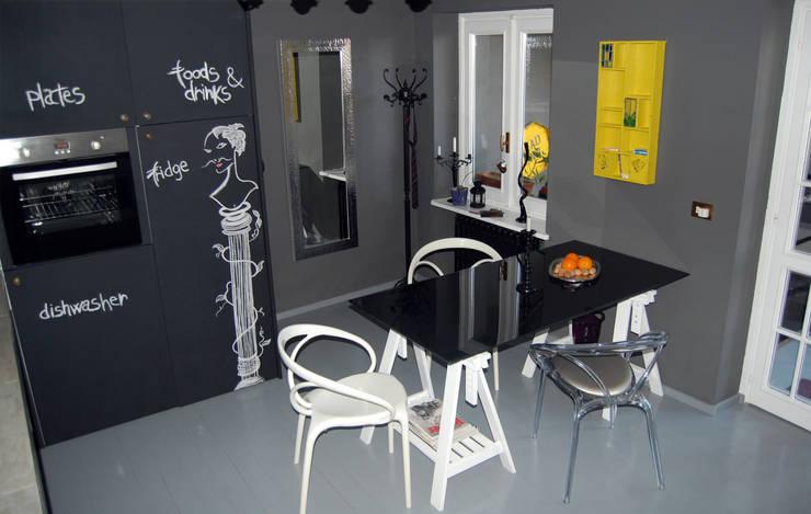 RECUPERO  ARREDI ESISTENTI: Cucina in stile  di Inarte Progetti di Lucio Mana