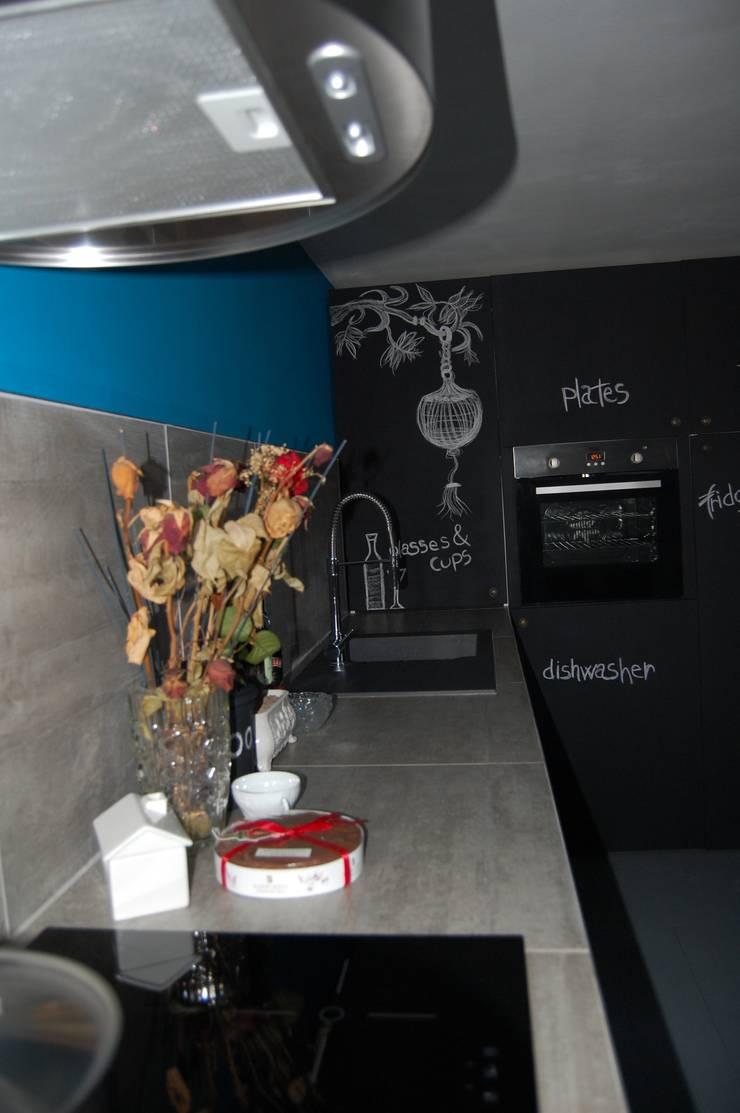 DESIGN E RISPARMIO: Cucina in stile  di Inarte Progetti di Lucio Mana