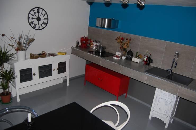 DESIGN LOW COST: Cucina in stile  di Inarte Progetti di Lucio Mana