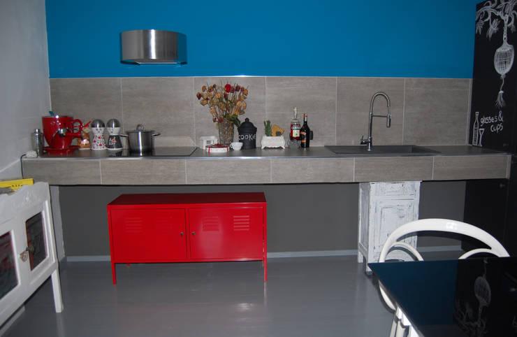 CUCINA IN MURATURA...: Cucina in stile  di Inarte Progetti di Lucio Mana