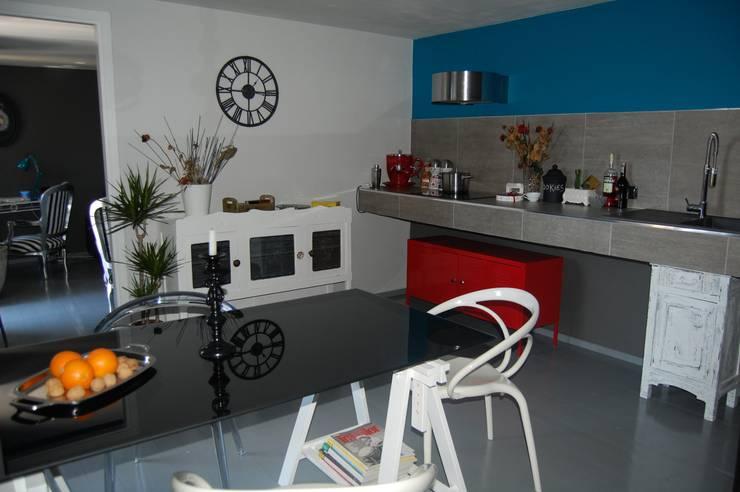 LOW COST RELOOKING: Cucina in stile  di Inarte Progetti di Lucio Mana
